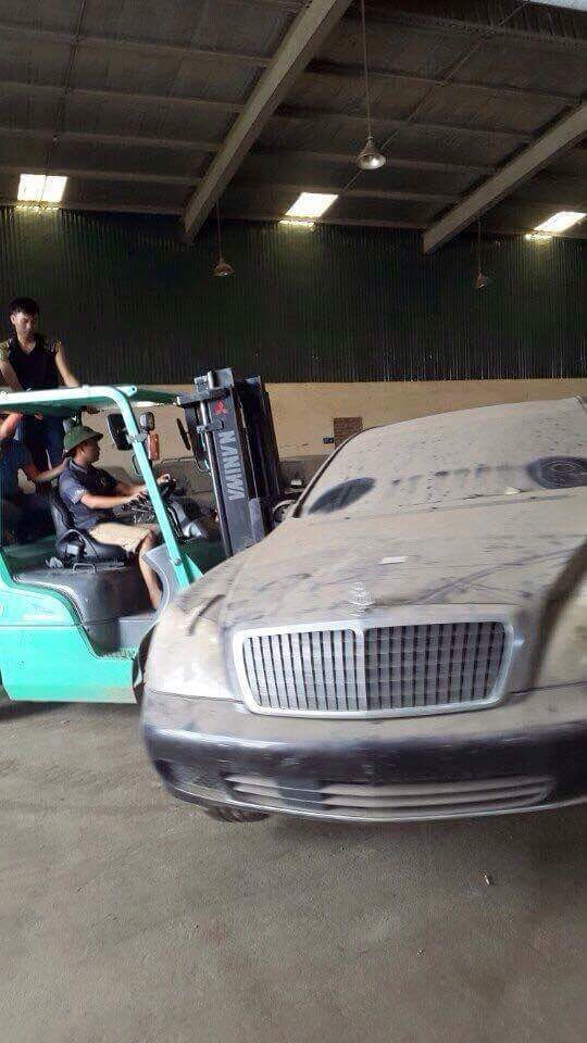 S prestižnim vozilom Maybach ne ravnajo ravno lepo. Foto: 500Plus HP For Sale