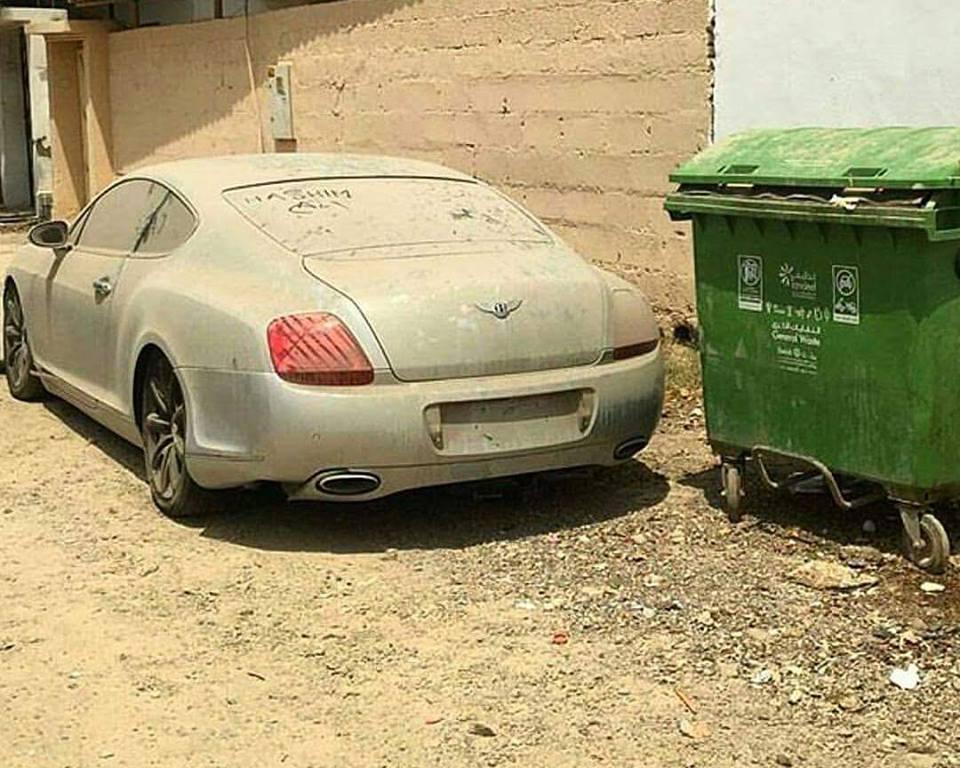 Vozilo Bentley dubajskega lastnika najbrž nikoli več ne bo zapeljalo na cesto. Vrednost 300.000 evrov. Foto: 500Plus HP For Sale