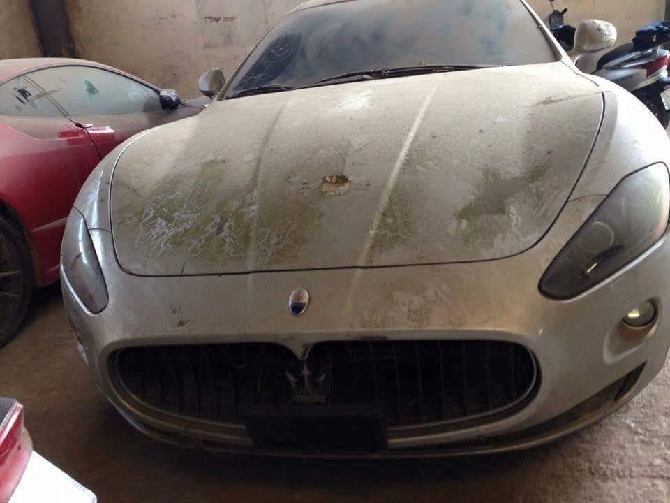Športna limuzinska zverina Maserati je v garaži že toliko časa, da so se začele razraščati plesni. Foto: 500Plus HP For Sale