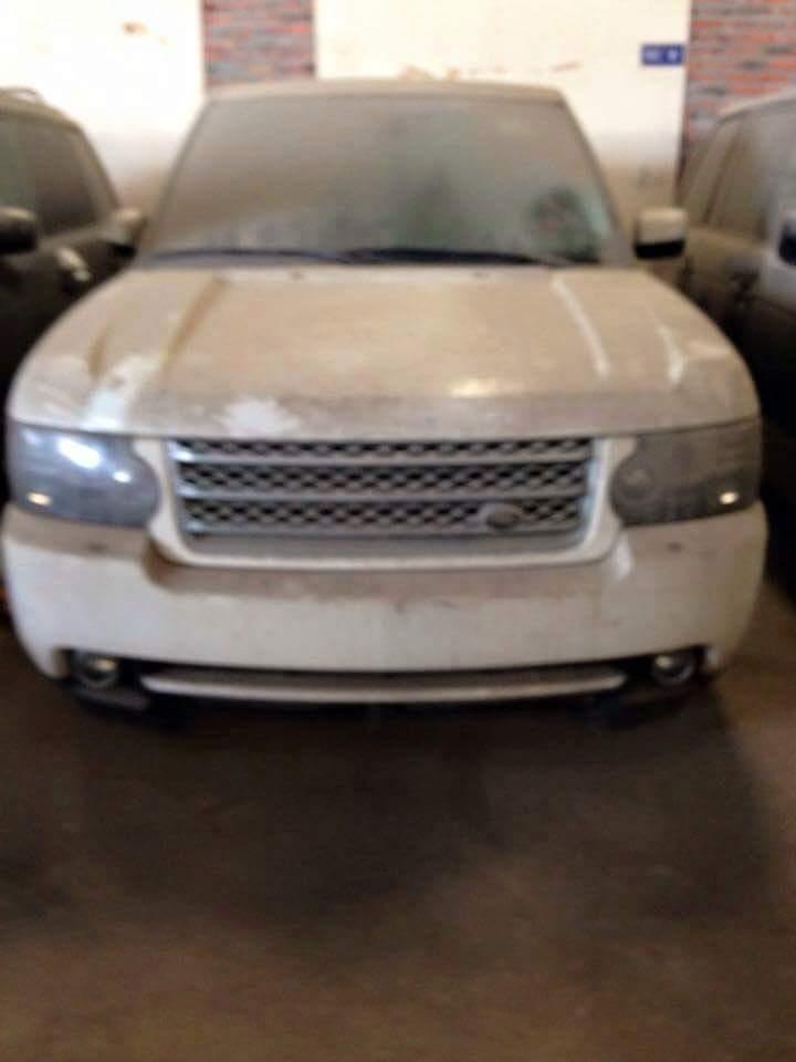 Prestižni Land Roverjev terenec bi potreboval nekaj lepotnih popravkov, a vozilo je še vedno v voznem stanju. Foto: 500Plus HP For Sale