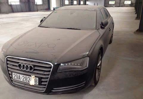 Audi A8 čaka, kaj se bo zgodilo v prihodnosti. Vrednost vozila je več kot 140.000 evrov. Foto: 500Plus HP For Sale