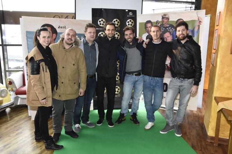 Ponosna ekipa komedije Pr' Hostar je prejela že tri zlate role.
