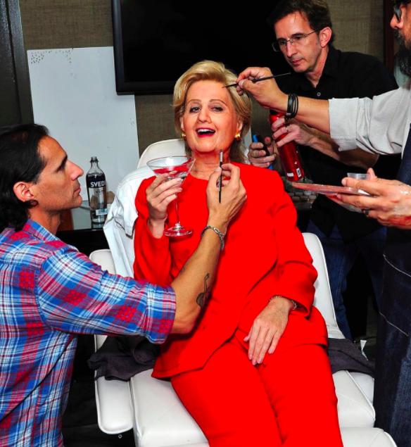 Katy Perry je praznik šemljenja vzela zares in se za drug namen oblekla v Hillary Clinton.