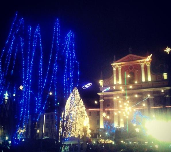 Staro mestno jedro Ljubljane bo tudi letos prizorišče živahnega dogajanja uličnih dogodkov. Foto: M.Š.
