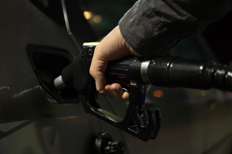 95-oktanski bencin bo opolnoči dražji za 2,9 centa, dizelsko gorivo za 3,1 centa na liter. Za liter dizla bo treba po novem odšteti 1,178 evra, za liter 95-oktanskega bencina pa 1,271 evra. Foto: pixabay.com